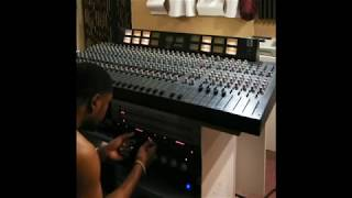 Hybrid Mixing R&B Trap Beats & Vocals with outboard gear via Logic Pro X 10.