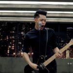 周湯豪 NICKTHEREAL《帥到分手》Official Music Video [飛魚高校生 片頭曲]